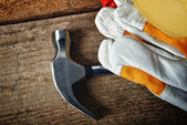 Hammer and gloves — Stock Photo