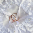 Rings on bridal pillow — Stock Photo #13903426