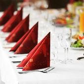 Mesa con comida y bebida — Foto de Stock