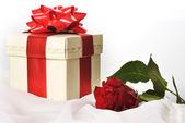 Gül hediye kutusu — Stok fotoğraf