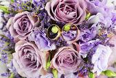 Boeket van paarse bloemen — Stockfoto
