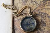 Brújula de mapa antiguo — Foto de Stock