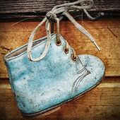 作为墙体装饰的老婴儿鞋 — 图库照片