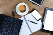 Portable et tasse de café — Photo