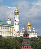 Bell Tower Of Ivan the Great, Cathedrals and The Kremlin Tower summer view — Stock Photo