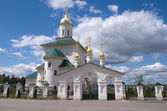 Russian country churh with golden cupolas — Stock Photo