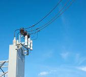 Unité de matériel électrique pour pouvoir l'offre sur le ciel bleu — Photo