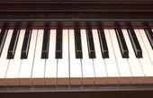 Piano keyboard closeup — Стоковое фото