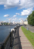 Moscow river and embankment in summer day — Stock Photo