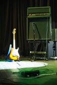 Elektrisk gitarr och förstärkare rack — Stockfoto