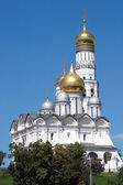 Golden cupolas of Moscow Kremlin cathedrals — Stock Photo