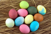 Color Easter eggs o straw isolated — Stock Photo