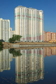 New buildings over river and clear blue sky in summer day — Foto de Stock
