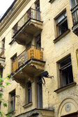 Abandoned uninhabited house before renovation side view vertical — Stock Photo