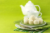 Kokos godis och te — Stockfoto