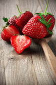 Strawberries on weathered wood — 图库照片