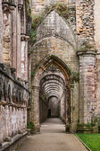 Fountains Abbey ruins — 图库照片