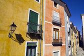 Facciate colorate nella città di cuenca, castiglia-la mancia, spai — Foto Stock