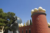 Tramuntana statue and Dali Museum. Figueres — Stock Photo