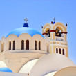 A view of a couple of the famous blue domed churches from Oia on the greek island of Santorini — Stock Photo