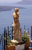 Aphrodite on balcony at Santorini island, Greece — Stock Photo