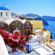 Traditional Greek architecture of Oia village on Santorini islan — Stock Photo