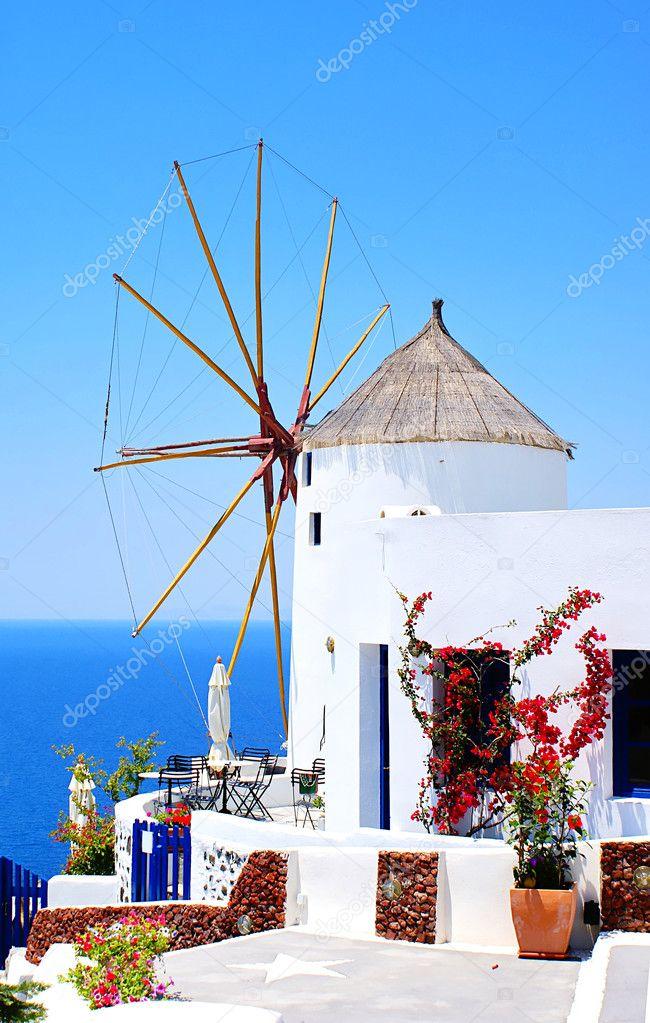 moulin vent dans le village d 39 oia sur l 39 le de santorin gr ce photographie papadimitriou. Black Bedroom Furniture Sets. Home Design Ideas