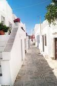 Casa tradicional griega en la isla de sifnos, grecia — Foto de Stock