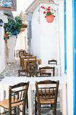 Ruelle de grec traditionnel sur l'île de sifnos, grèce — Photo