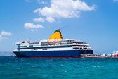 Cruise ship at Mykonos port, Greece — Stock Photo