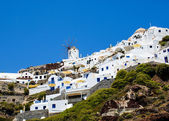 Traditional architecture of Oia village on Santorini island, Gre — Stock Photo