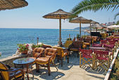 Traditional Greek cafeteria at the beach in Greece — Stockfoto