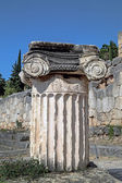 Single ionic order capital at Delphi archaeological site in Gree — Stok fotoğraf