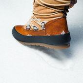 Zapato de invierno en la nieve — Foto de Stock