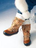 Winterschuhe im schnee, nahaufnahme — Stockfoto
