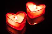 Dwa serca palenie świec — Zdjęcie stockowe