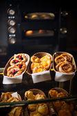 Productos horneados frescos de la panadería — Foto de Stock
