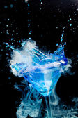 Blue cocktail with splash and ice vapor — Stock Photo