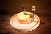 Formaggio svizzero con coltello girolle — Foto Stock