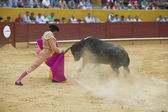 Typical Spanish bullfight in a traditional bullring — Foto de Stock