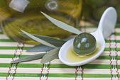 Yılında çin kaşık zeytin — Stok fotoğraf