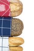Pane, coperto con uno strofinaccio — Foto Stock