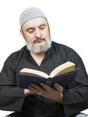 Muslim man reading the Quran. — Stock Photo