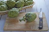 Fresh artichokes to cook — Stock Photo