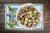 Ovocné misky s ryngle, švestky — Stock fotografie