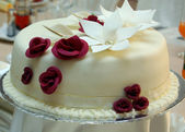Beautiful Wedding Cake with roses — Stock Photo