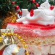 Christmas Cake under the christmas decoration — Стоковая фотография