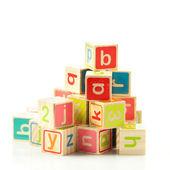 Cubos de brinquedo de madeira com letras. blocos de madeira alfabeto. — Foto Stock