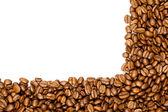 Frontière de café. grains de café bruns isolés sur fond blanc. — Photo