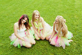 Group of beautiful female friends smiling. three pretty girls — Stock Photo